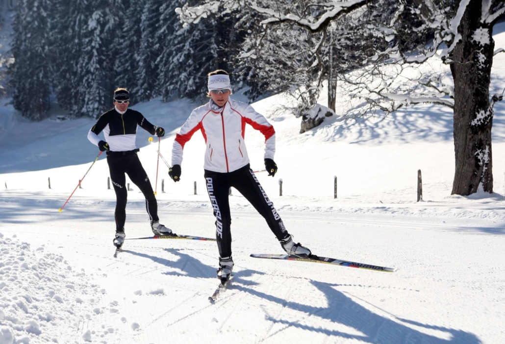Cross-country skiing on the sunny plateau of Ramsau am Dachstein