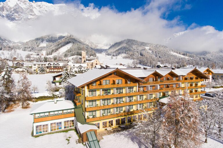 Hotel Matschner im Winter mit Scheichenspitz